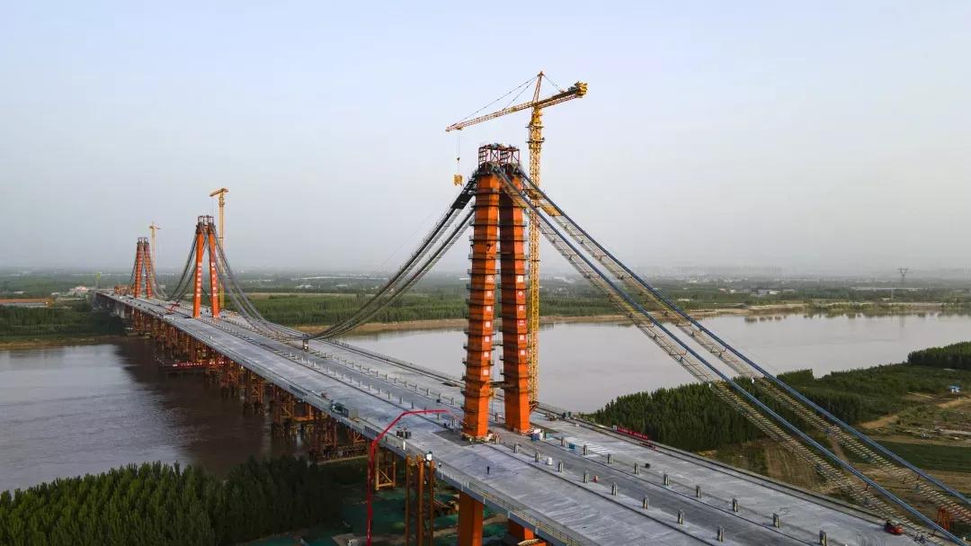 创造多项世界之最!三一泵车助力凤凰黄河大桥建设